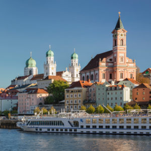 View over the Danube to the cathedral Saint Stephan and parish church St Paul, Passau, Lower Bavaria, Bavaria, Germany