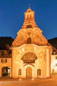 Heilig Geist Spital, Rokokofassade, historische Altstadt von Füssen, Allgäu, Schwaben, Oberbayern, Deutschland