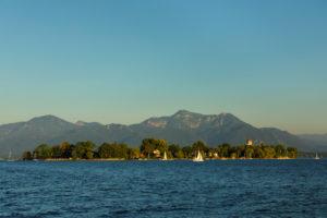 Fraueninsel bei Sonnenuntergang, Gstadt am Chiemsee, Oberbayern, Deutschland