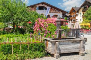 Brunnen am Mohrenplatz, Garmisch-Partenkirchen, Oberbayern, Bayern, Deutschland