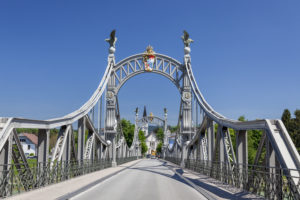 Salzachbrücke und Länderbrücke über die Salzach, Blick von Laufen nach Oberndorf in Österreich, Rupertiwinkel, Berchtesgadener Land, Oberbayern, Bayern, Süddeutschland, Deutschland, Europa