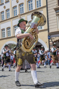 Trachtenumzug am Max-Josefs-Platz durch Rosenheim zum Gaufest des Gauverbandes I, Oberbayern, Bayern, Süddeutschland, Deutschland, Europa