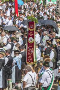 Trachtler und Trachtlerinnen beim Gottesdienst zum Gaufest des Gauverbandes I in Rosenheim, Oberbayern, Bayern, Süddeutschland, Deutschland, Europa