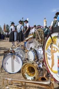 Musikinstrumente, Trachtler und Trachtlerinnen, Pause beim Gaufest des Gauverbandes I in Rosenheim, Oberbayern, Bayern, Süddeutschland, Deutschland, Europa