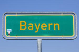Straßenschild der Ortschaft Bayern, Chiemgau, Oberbayern, Bayern, Süddeutschland, Deutschland, Europa