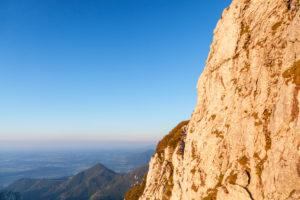 Fels am Gipfel der Kampenwand (1669 m), bei Aschau, Chiemgauer Alpen, Chiemgau, Oberbayern, Bayern, Süddeutschland, Deutschland, Europa
