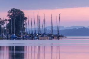 Hafen in Übersee am Chiemsee, Chiemgau, Oberbayern, Bayern, Süddeutschland, Deutschland, Europa