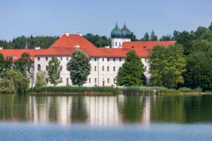 Kloster Seeon am Seeoner See, Gemeinde Seeon-Seebruck, Chiemgau, Oberbayern, Bayern, Süddeutschland, Deutschland, Europa