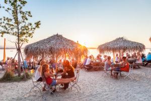 Beach Bar Strandbad in Übersee am Chiemsee, Chiemgau, Oberbayern, Bayern, Süddeutschland, Deutschland, Europa