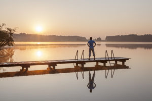 Sonnenaufgang am Pelhamer See in der Eggstätter-Hemhofer Seenplatte, Eggstätt, Chiemgau, Oberbayern, Bayern, Süddeutschland, Deutschland, Europa