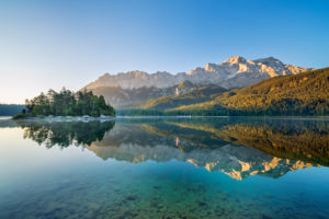 Eibsee in front of Zugspitze massif with Zugspitze, Grainau, Werdenfelser Land, Upper Bavaria, Bavaria, Southern Germany, Germany, Europe