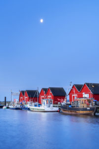 Fischerhütten im Hafen von Boltenhagen, Ostseeküste, Mecklenburg, Mecklenburg-Vorpommern, Norddeutschland, Deutschland, Europa