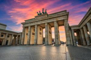 Sonnenuntergang am Brandenburger Tor in Berlin, Deutschland
