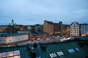 Stadtansicht von Helsinki mit Dom im Hintergrund