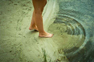 Barfuß am See, Kreise ziehend,