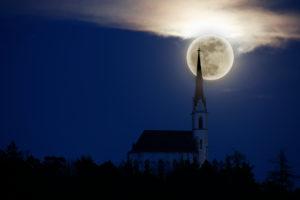 Wallfahrtskirche Maria Locherboden mit aufgehendem Mond [M]
