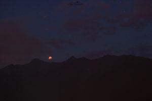 Mondfinsternis am 27.7.2018 über den Bergen, Tirol, Österreich