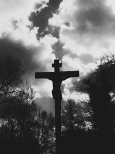 Central cross in the new part of the old south cemetery, Munich, b/w
