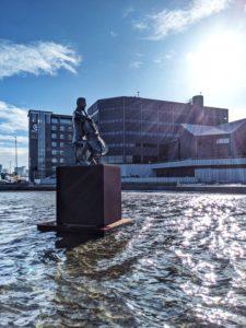 Statue des dänischen Cellisten Erling Blondal Bengtsson, Reykjavik, Island