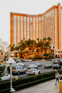 USA, Nevada, Las Vegas. Fassade des Treasure Island Hotels