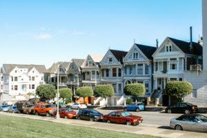 USA, California, San Francisco, famous row of Victorian houses in Alamo Square