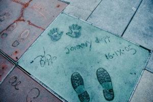 USA, Kalifornien, Los Angeles, Hollywood Boulevard, weltberühmte Hand- und Schuhabdrücke von Johnny Depp beim Grauman's Chinese Theatre