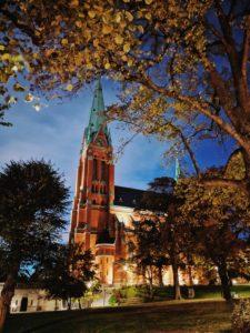 Sankt Johannes Kyrka bei Nacht im Stadtteil Norrmalm, Stockholm, Schweden