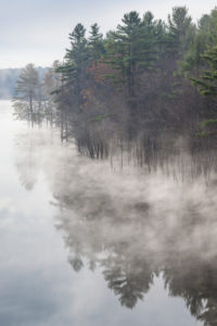 USA, New England, New Hampshire, Hopkinton, autumn fog, Hopkinton Lake