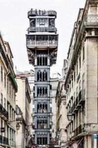 Europa, Portugal, Hauptstadt, Altstadt von Lissabon, Wahrzeichen, der Aufzug Elevador de Santa Justa, erbaut 1902, von Raul Mesnier du Ponsard, Schüler von Gustav Eiffel, 32 Meter hoch, verbindet die Viertel Baixa mit Chiado und Bairro Alto