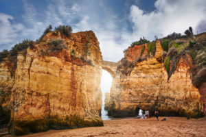 Europa, Portugal, Algarve, Litoral, Barlavento, Distrikt Faro, Lagos, Bucht an der Steilküste, Praia dos Estudantes
