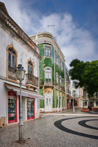 Europe, Portugal, Algarve, Litoral, Barlavento, Felsalgarve, Faro District, Lagos, Praca Luis de Camoes, corner house with green azulejos, Obrigado shop, portrait format