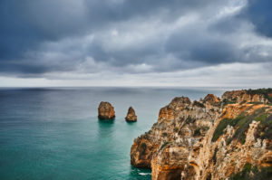 Europe, Portugal, Algarve, Litoral, Barlavento, Felsalgarve, Faro District, Lagos, coastline of the Ponta da Piedade, with offshore rock reef, overcast with clouds