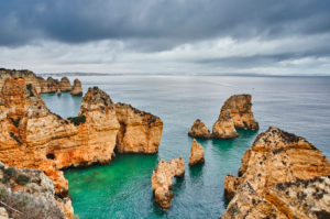 Europe, Portugal, Algarve, Litoral, Barlavento, Felsalgarve, District Faro, Lagos, Ponta da Piedade, lagoon with cliffs and distant view