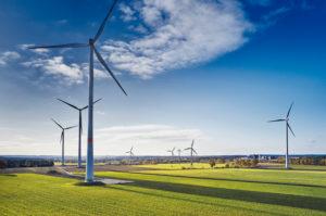 Energiewirtschaft, Windenergie, Windpark in Niedersachsen, Windräder auf landwirtschaftlichen Flächen, Landschaft mit Ackerbau