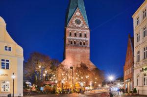 Weihnachten, Weihnachtsmarkt, Nachtaufnahme, Stadtansicht, Lüneburg, Altstadt, Kirchturm, St. Johannis Kirche, Am Sande