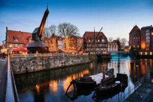 City view, Lüneburg, old town, water district, Am Stintmarkt, Am Fischmarkt, the old crane, landmark, illuminated, Christmas, Christmas market, night shot,