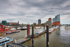 Germany, Northern Germany, port town, Hamburg, seaport, the Elbe, Hamburg harbor, Überseebrücke, harbor panorama, view of Hafencity and the landmark Elbphilharmonie,