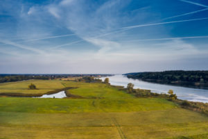 Germany, Northern Germany, Lower Saxony, riverside landscape, Elbe valley, Elbe, banks at Hohnstorf, aerial view, floodplain with pond, bank course, looking downstream, distant view, horizon