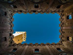 Palazzo Pubblico in Siena mit Torre del Mangia, Sicht vom Innenhof