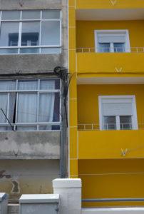 alte und sanierte Fassade