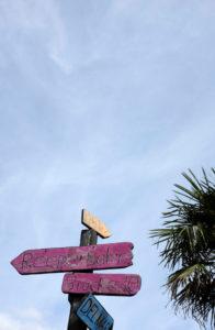 Beachclub StrandPauli, Schilder, Wegweiser