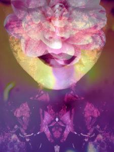 Bildnis einer Frau überlagert mit Blüten,