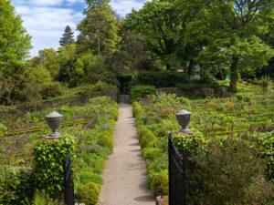 Irland, Donegal, Glenveagh Nationalpark, geschmiedetes Eisen-Tor zur Gartenanlage von Glenveagh Castle