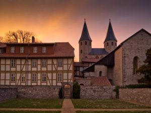 Europa, Deutschland, Sachsen-Anhalt, Ilsenburg, Kloster Drübeck, Benediktinerinnen-Kloster St. Vitus, 10. Jahrhundert, Abendstimmung