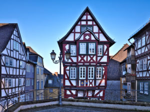 Europe, Germany, Hesse, Lahn-Dill-Kreis, Lahn-Dill-Bergland, Wetzlar, old town with half-timbered houses on the Kornmarkt