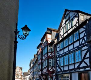 Europa, Deutschland, Hessen, Lahn-Dill-Kreis, Lahn-Dill-Bergland, Wetzlar, Schillerplatz, Fachwerkhäuser
