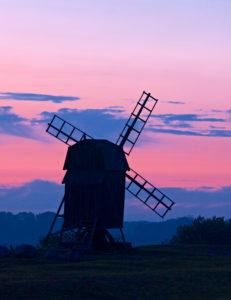 Europa, Schweden, Smaland, Insel Öland, Windmühle vor Abendhimmel, bei Smedby