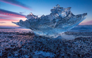 Klares Gletschereis am Strand bei Jökulsarlon