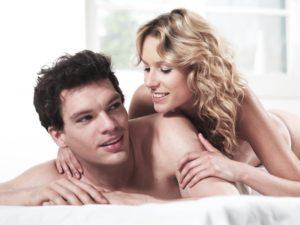 Liebespaar, Bett,    Paar, Erotik, Mann, Frau, Liebe, Kuss, Gefühle, Schlafzimmer, Sex, Berührung, Zärtlichkeit, Lust, Begierde, zärtlich, erotisch, Reiz, Verführung, Nähe, Intimität, Verlangen, Zuneigung, verliebt, Sinnlichkeit, nackt, genießen, Liebkosung, Affäre, Partnerschaft, Beziehung, glücklich, lächeln, innen, Mau_Set,