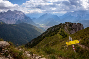 Hiking trail to Mittenwald with a view of the Signal Head, the Karwendel, the Great Arnspitze, the Wetterstein Mountains and Mittenwald